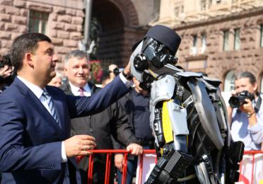 Prime Minister of Ukraine – Volodymyr Groysman with Total ROBOT QUARTZ
